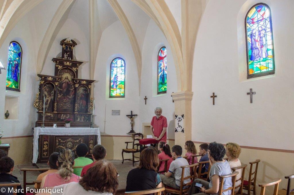 Groupe d'enfants à la chapelle