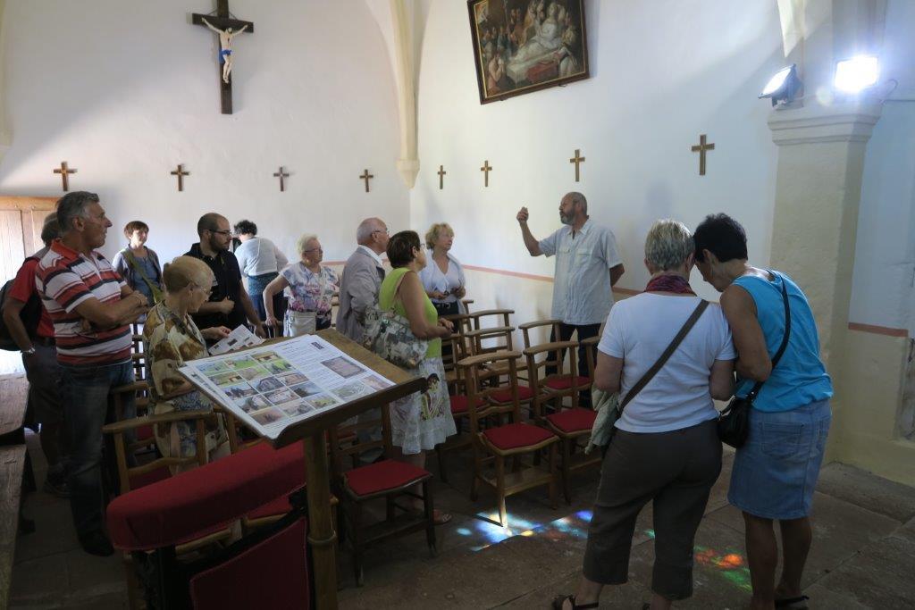 Des visiteurs accueillis par Jean-François Riotte