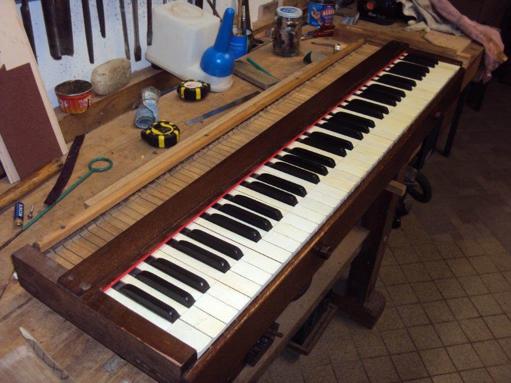 Le clavier de l'harmonium - Photo : Gilbert Hoyndorf