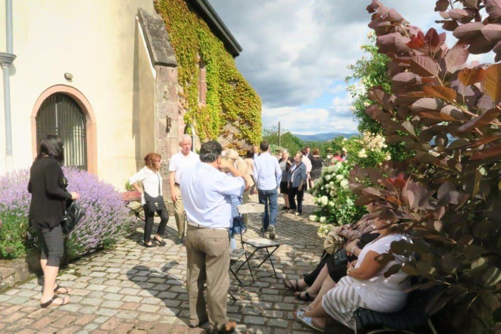 Photo de visiteurs dans les jardins de la Chapelle