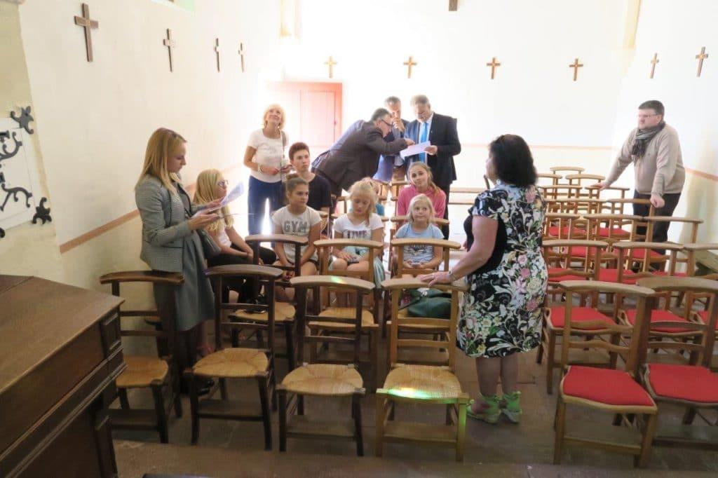 Photo des enfants de Zakopane dans la chapelle
