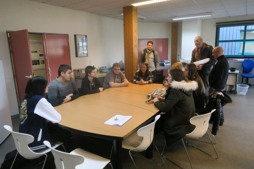 Les étudiants et leur professeur en compagnie de Jean-François Riotte et Romain Ganier