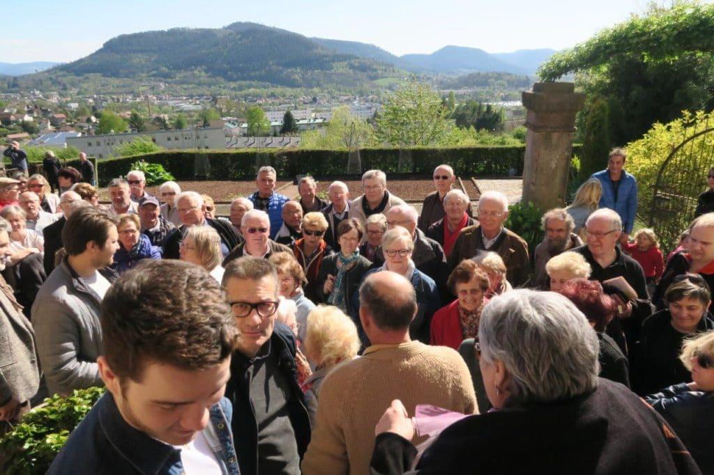 photo de la foule en attente de la deuxième séance