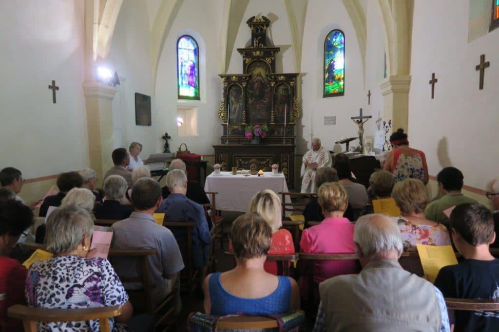 Photo de l'assemblée autour du Père Baldacini
