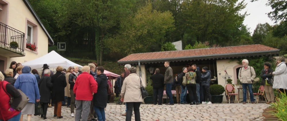 Le public autour des stands de dégustation